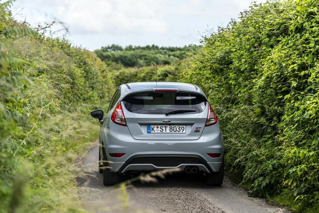 TRANGT: England er proppet med trange veier som byr på mye kjøreglede. Oversikten dreper mye av gleden.  Foto: JAMIESON POTHECARY