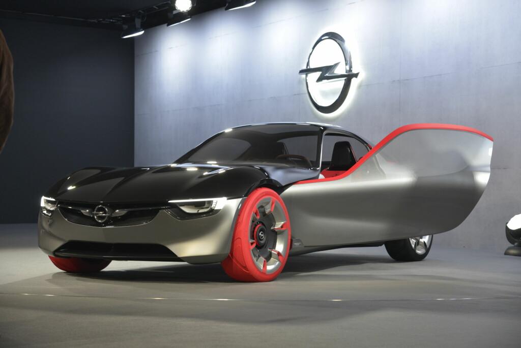 <b>INGEN SPØK:</b> Opel GT Concept var blitt annonsert  på forhånd - og sannelig sto den ikke fiks ferdig på Opel-standen i Genève. Foto: JAMIESON POTHECARY