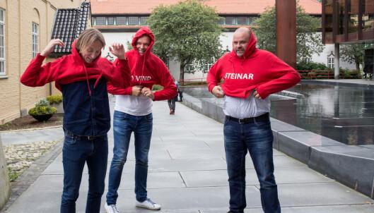 RØDE: TV 2-trioen kjører rød boble og har alltid på seg røde hettegensere i «Gylne tider». Foto: Eivind Senneset / Dagbladet