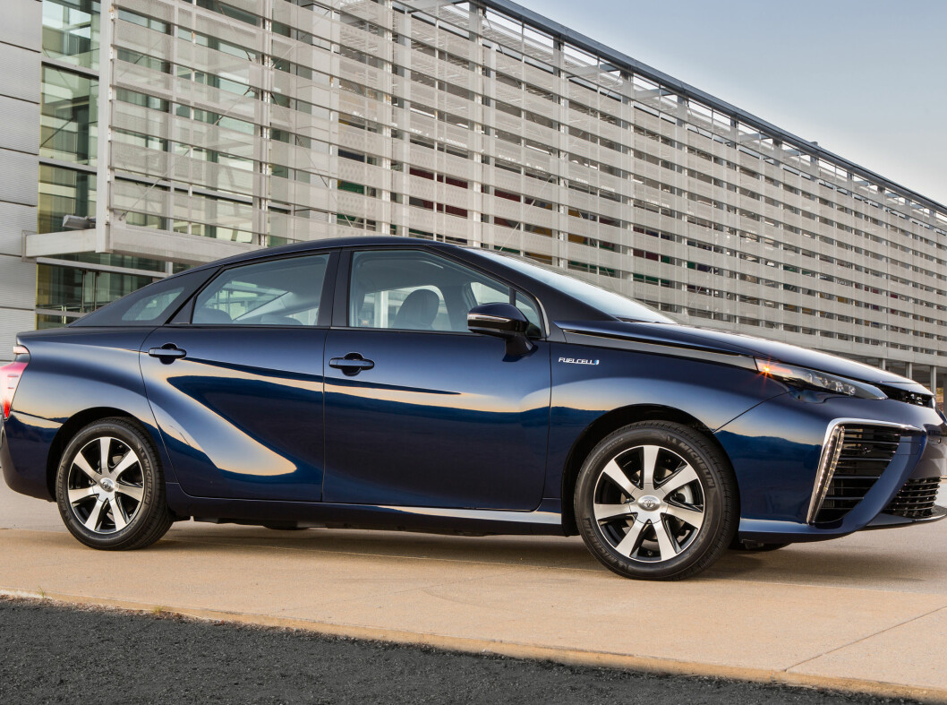 <strong><b>SNART PÅ PLASS:</strong></b> Den første Toyota Mirai kommer til landet i januar.  Foto: TOYOTA