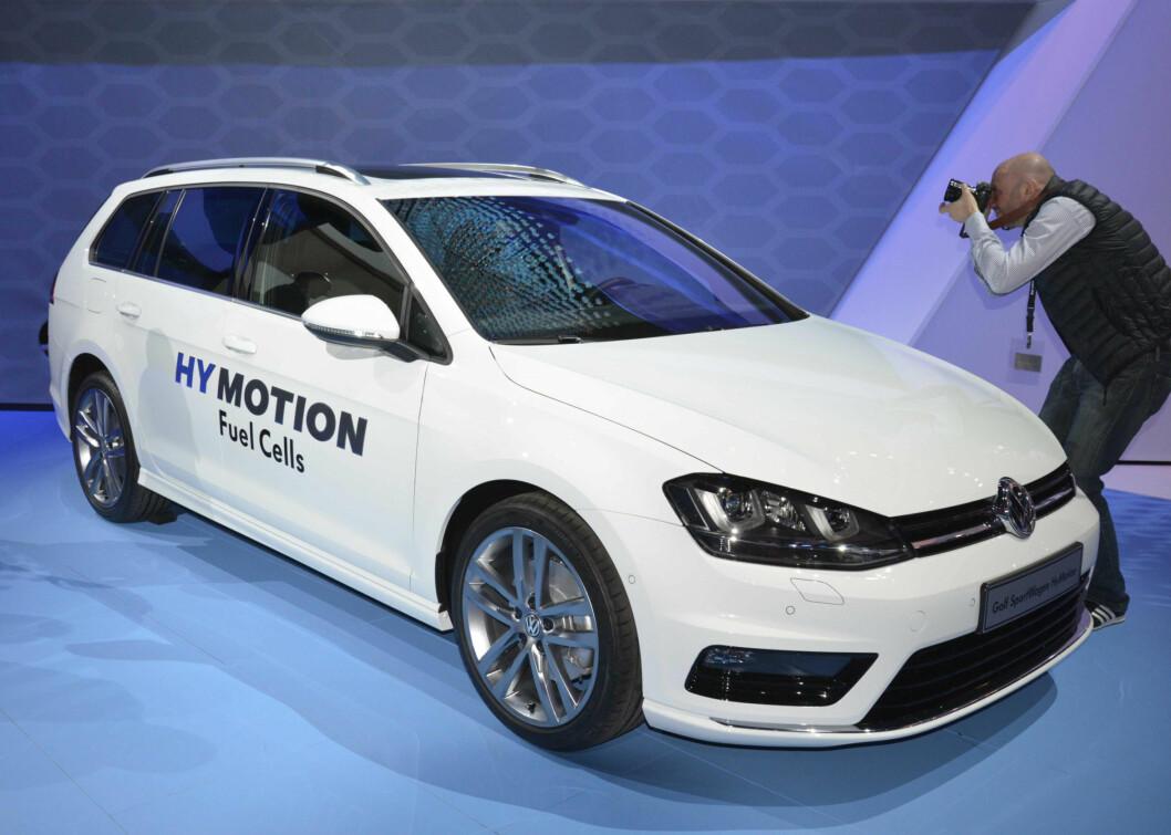 <strong><b>NORMAL BIL:</strong></b> VW har valgt å vise teknologien i en helt ordinær bil, til og med en stasjonsvogn.  Foto: NEWSPRESS