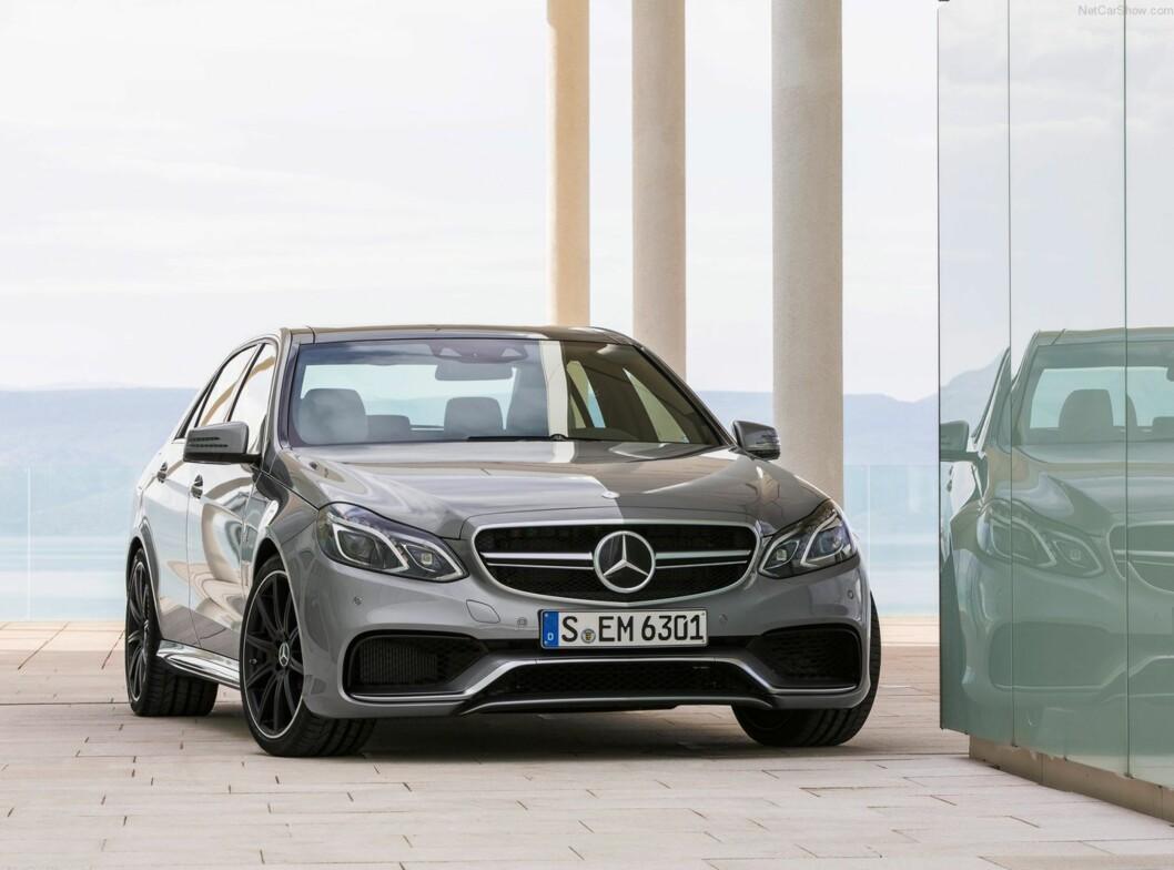 <strong><b>SUPERBILENE:</strong></b> Blant de 100 bilene som går mest ned i pris finner vi stort sett ekstreme muskelbiler. Familieraceren Mercedes-AMG E63 4Matic går ned 191.000 kroner. Foto: MERCEDES