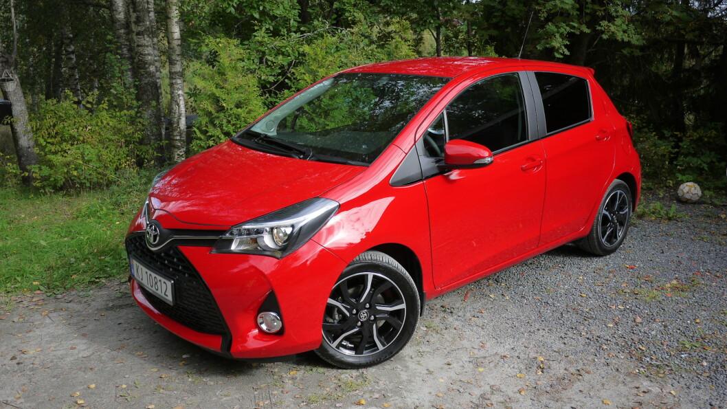 <strong><b>HYBRID:</strong></b> Toyota Yaris Hybrid er den bensinbilen som kommer best ut på begge listene. Oppnådd forbruk er likevel 0,48 liter per mil, mot 0,35 som oppgitt fra produsenten.  Foto: KNUT ARNE MARCUSSEN