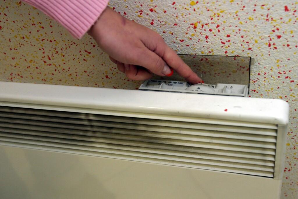 <B>SENKE TEMPERATUREN:</B> Om det tar lang tid å få opp temperaturen, bør du tenke deg om før du senker den. Foto: COLOURBOX