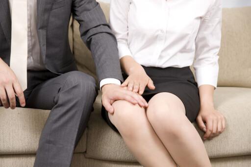 FYSISK BERØRING: Muligens den mest gjenkjennelige formen fo0r trakassering. Men også kommentarer og plystring kan være trakasserende. Foto: FOTOLIA/NTB SCANPIX
