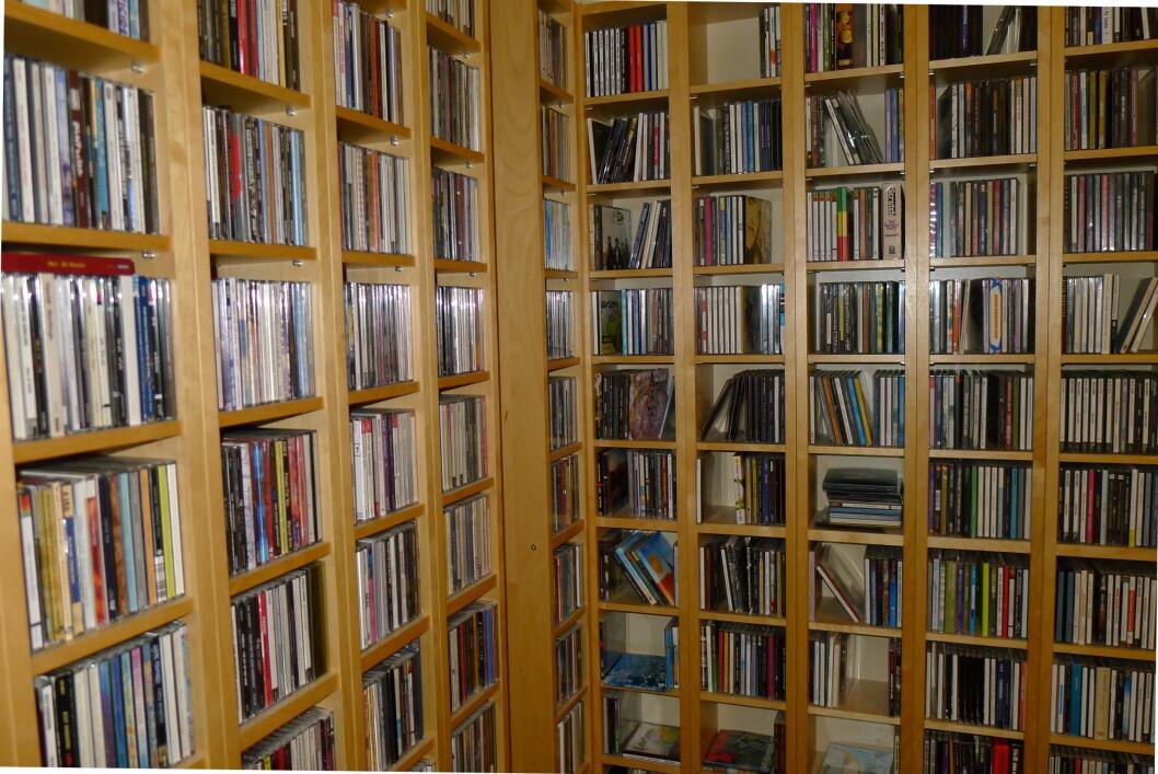 <strong><b>EN LITEN CD-SAMLING:</strong></b> Joda, de tar definitivt plass. Men så varer de da også nesten evig.   Foto: TORE NESET