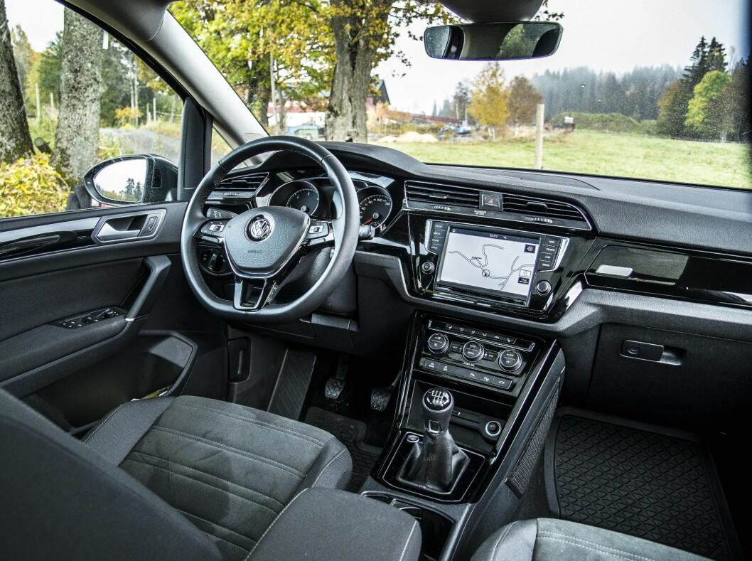 <strong><b>INGEN OVERRASKELSER:</strong></b> Interiøret er likt det vi kjenner fra Volkswagen. Men det fungerer og er uhyre ergonomisk og praktisk. Foto: JAMIESON POTHECARY