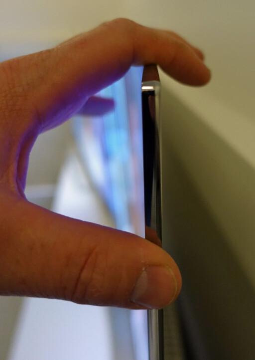 Slank: Oled-teknologien gir ikke bare et utrolig sortnivå, du kan også få svært tynne TV-er. Foto: ØYVIND PAULSEN