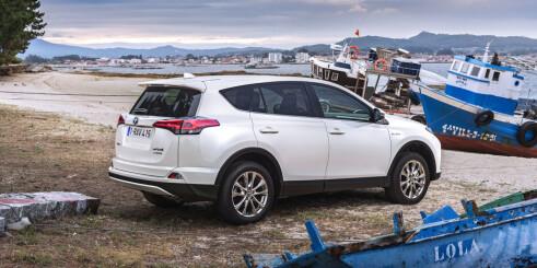 Folke-SUV-en Toyota RAV4 blir hybrid