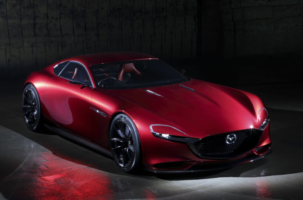 <strong><b>SHOWSTOPPER:</strong></b> Det fortelles om lange køer foran Mazda-standen på bilmessen i Tokyo da den spektakulære konseptbilen RX-Vision ble vist. Og kombinasjonen av den nå veletablerte Kodo-designen og en ny generasjon rotasjonsmotor vekker da også berettiget oppsikt. Foto: MAZDA