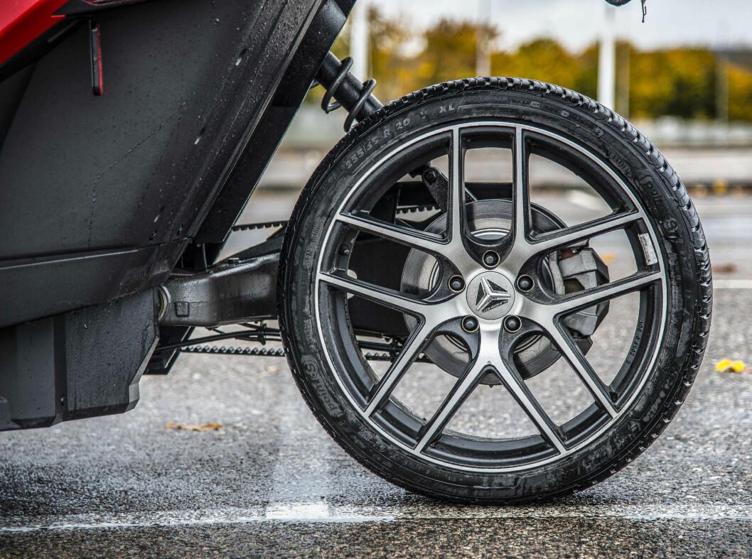 <strong><b>EN STRIPE:</strong></b> Du får minimalt effekttap med et bakhjul og reimdrift og du slipper sperre for å få sladdevennlig doning, men du går fortere tom for veigre. Foto: JAMIESON POTHECARY