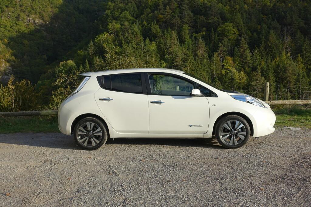 GJENKJENNELIG:Nissan har valgt å profilere Leaf veldig tydelig med et meget spesifikt designspråk. Om man liker det eller ikke er en annen sak. Foto: KNUT MOBERG