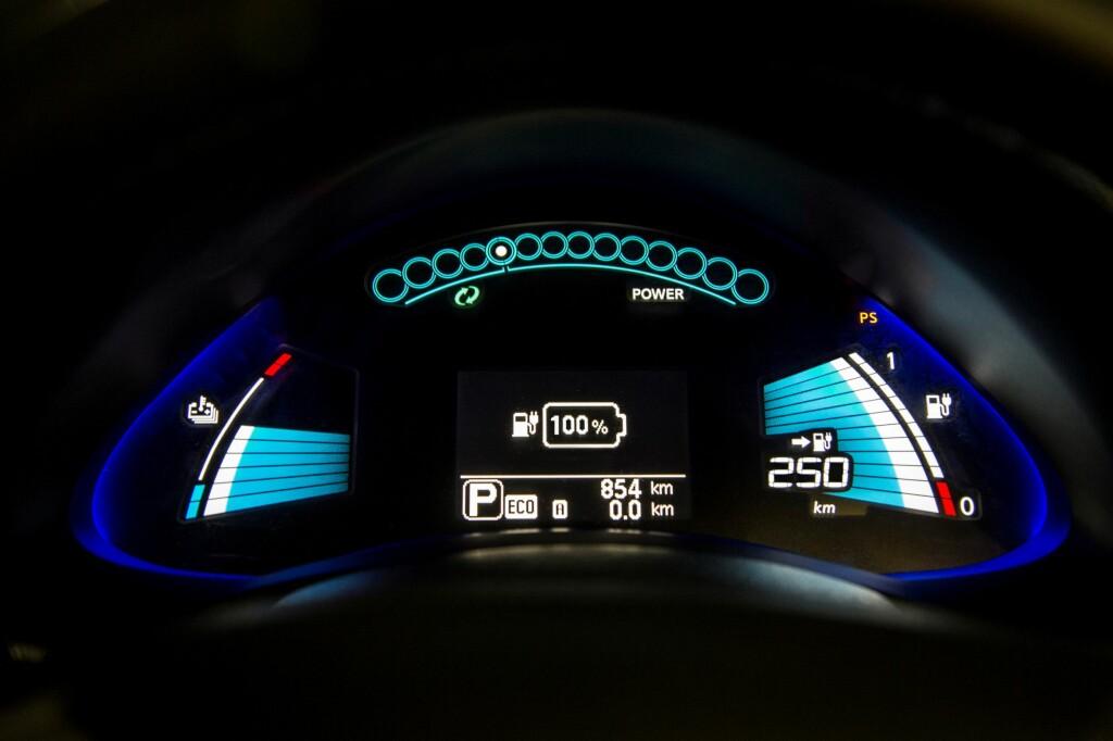 KLART FORBEDRET: En oppgitt rekkevidde på 250 kilometer vil i praksis bety opp mot 20 mil med normal, pen kjøring. Vi vil tippe ned mot 12 mil under vinterlige forhold, men det gjenstår å prøves ut. Foto: NISSAN