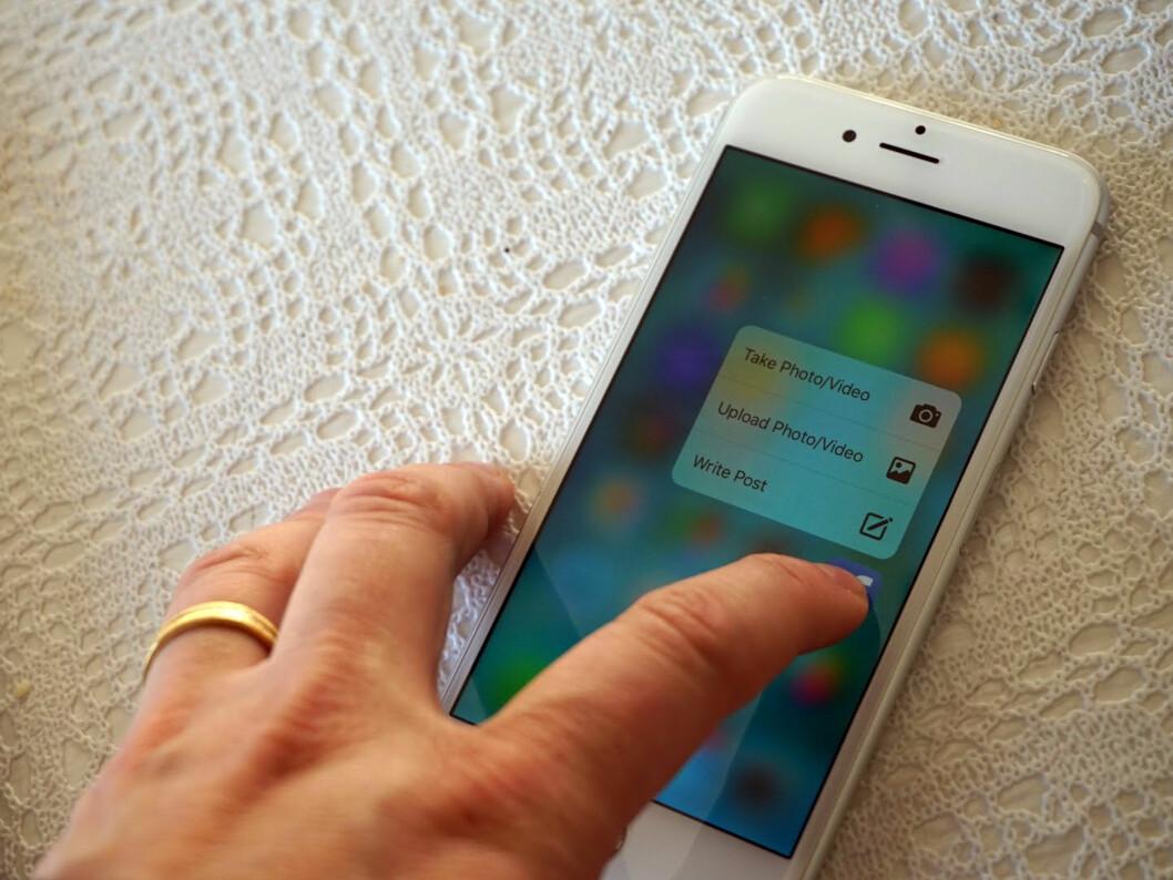 <strong><strong>SNARVEIER:</strong></strong> Bruker du 3D Touch på et app-ikon, kan det være at det finnes snarveier til mye brukte funksjoner. Her er Facebook-appen.