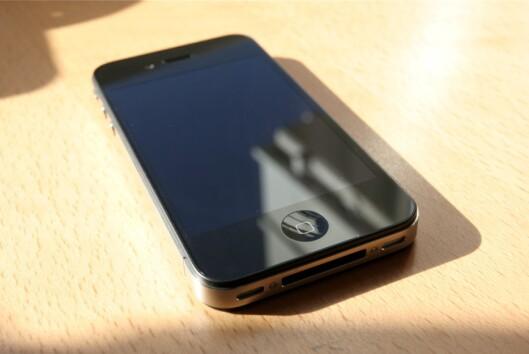 <strong><b>IKKE VERDILØS:</strong></b> Sitter du på en gammel iPhone 4? Da kan du heller levere den inn, og tjene noen kroner. Foto: ØIVIND IDSØ