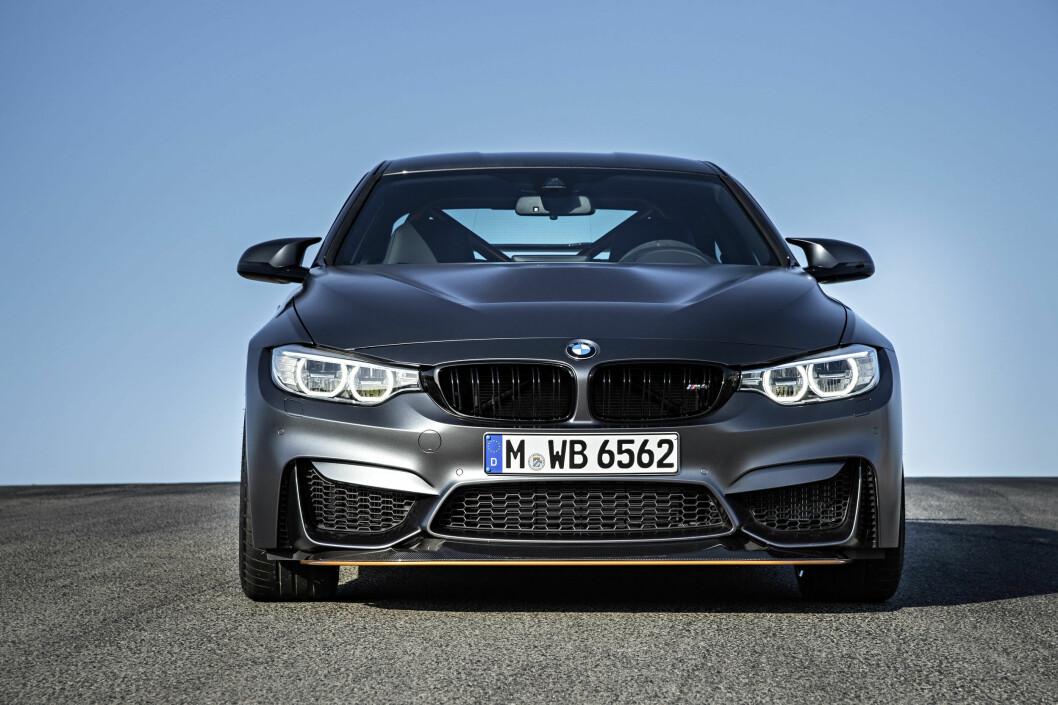 <strong><b>GAPER OVER MYE:</strong></b> Maskinrommet under panseret trenger mye luft og det synes i fronten. Foto: BMW