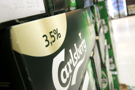 <strong><b>SVENSK BUTIKKØL:</strong></b> I Sverige er butikkølet svakere enn i Norge - og du må være over 20 år for å handle øl på Systembolaget. Foto: OLE PETTER BAUGERØD STOKKE