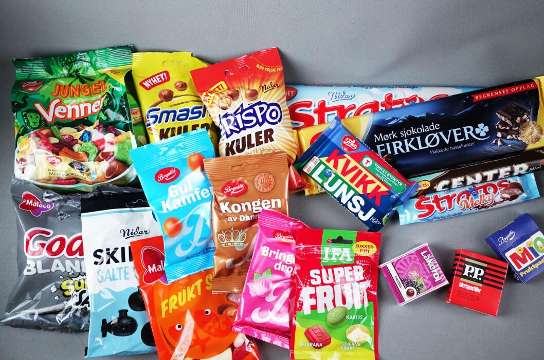 <b>LØRDAGSGODT?</b> Vi har smakt oss igjennom alle årets godterinyheter. I dag gir vi dere dommen på de søte og salte variantene, sjokoladen sparer vi til uken.  Foto: ELISABETH DALSEG