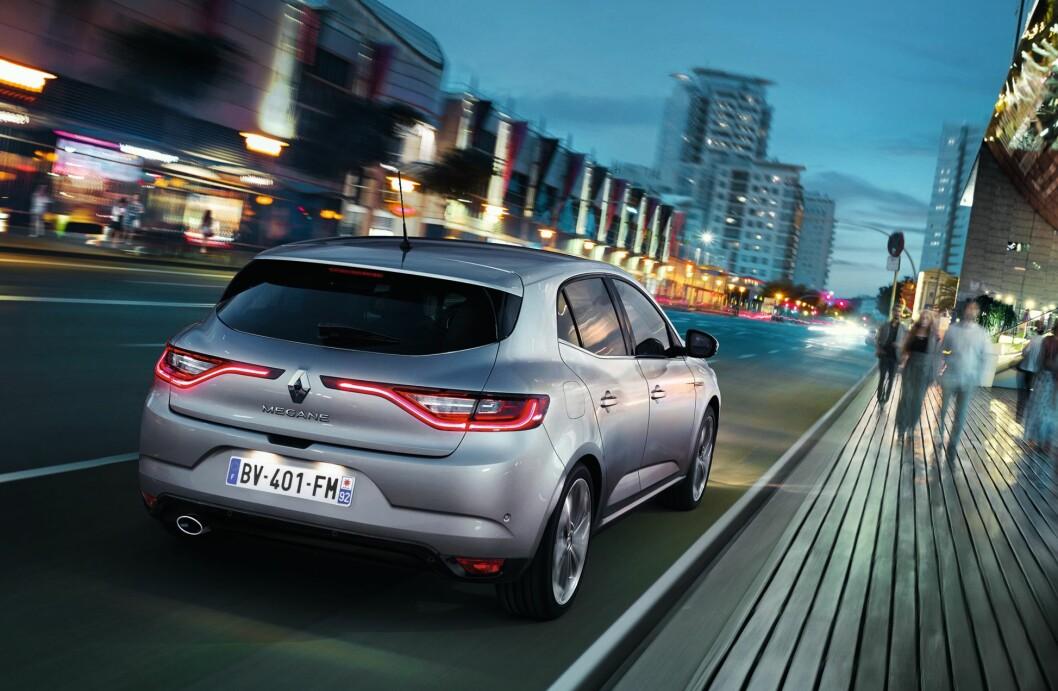 <strong><b>SIGNATUR:</strong></b> Som stadig flere bilprodusenter har også Renault introdusert sin gjenkjennbare LED-«signatur» med formen på baklysene. Foto: RENAULT