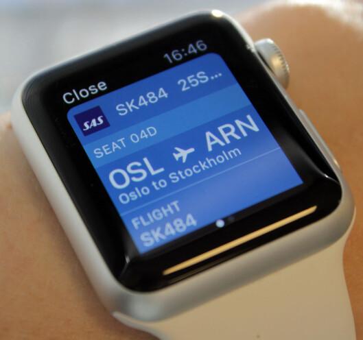 <b>HVOR SKAL DU SITTE?</b> Ha flyinformasjonen lett tilgjengelig fra håndleddet.  Foto: KIRSTI ØSTVANG