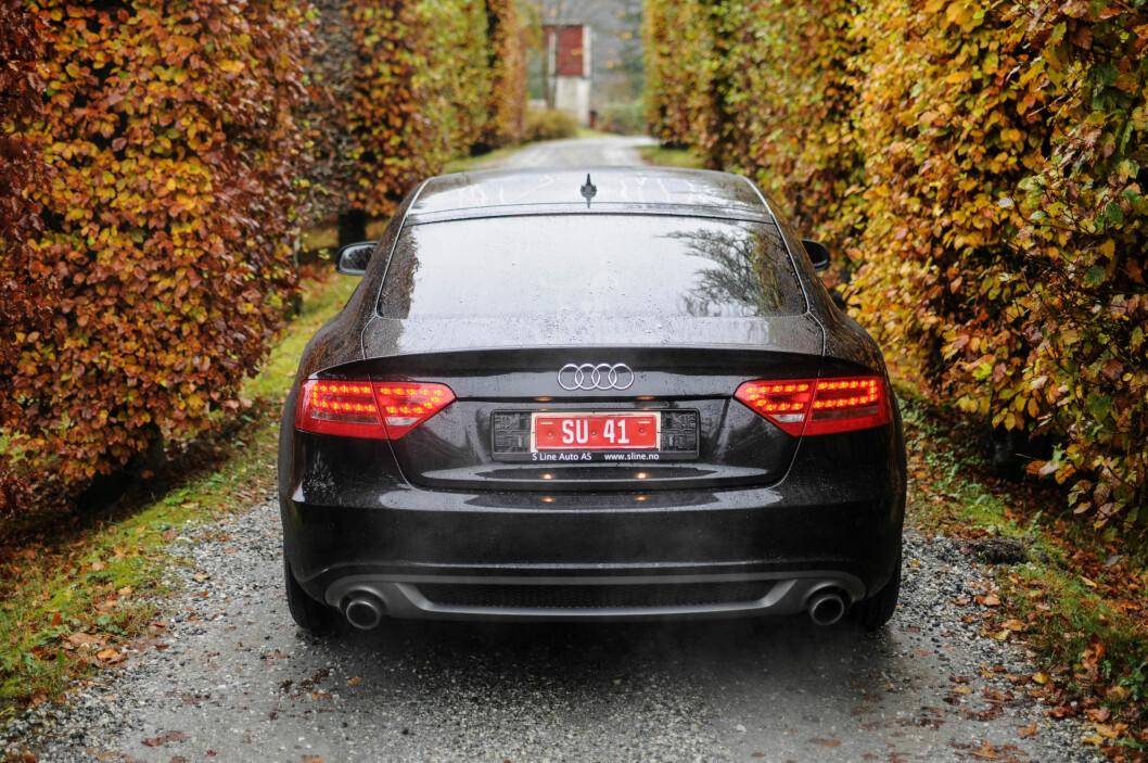 <strong><b>SPORTSLIG UTTRYKK:</strong></b> Audi A5 har et sportslig uttrykk som speiler hvordan bilen er å kjøre. Med nyutviklet understell både foran og bak, er den også mindre understyrt enn før.  Foto: Kaj Alver