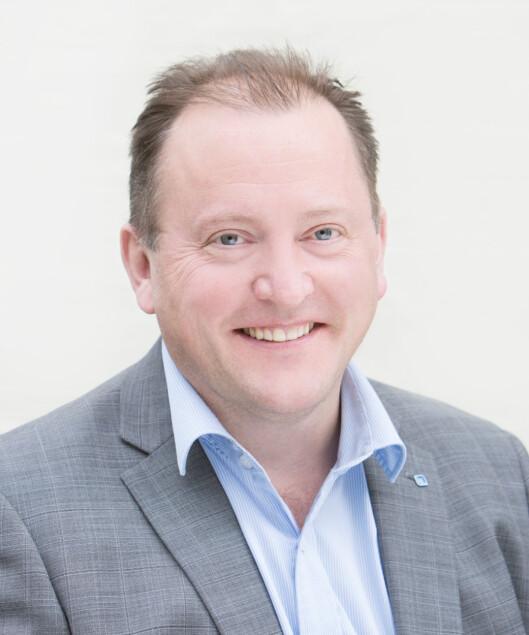 <strong><b> 32 PROSJEKTER:</strong> </b> Avdelingdirektør i Nkom, Einar Lunde, deler i år ut 109 millioner for å forbedre bredbåndsdekningen i norske kommuner. Foto: NKOM