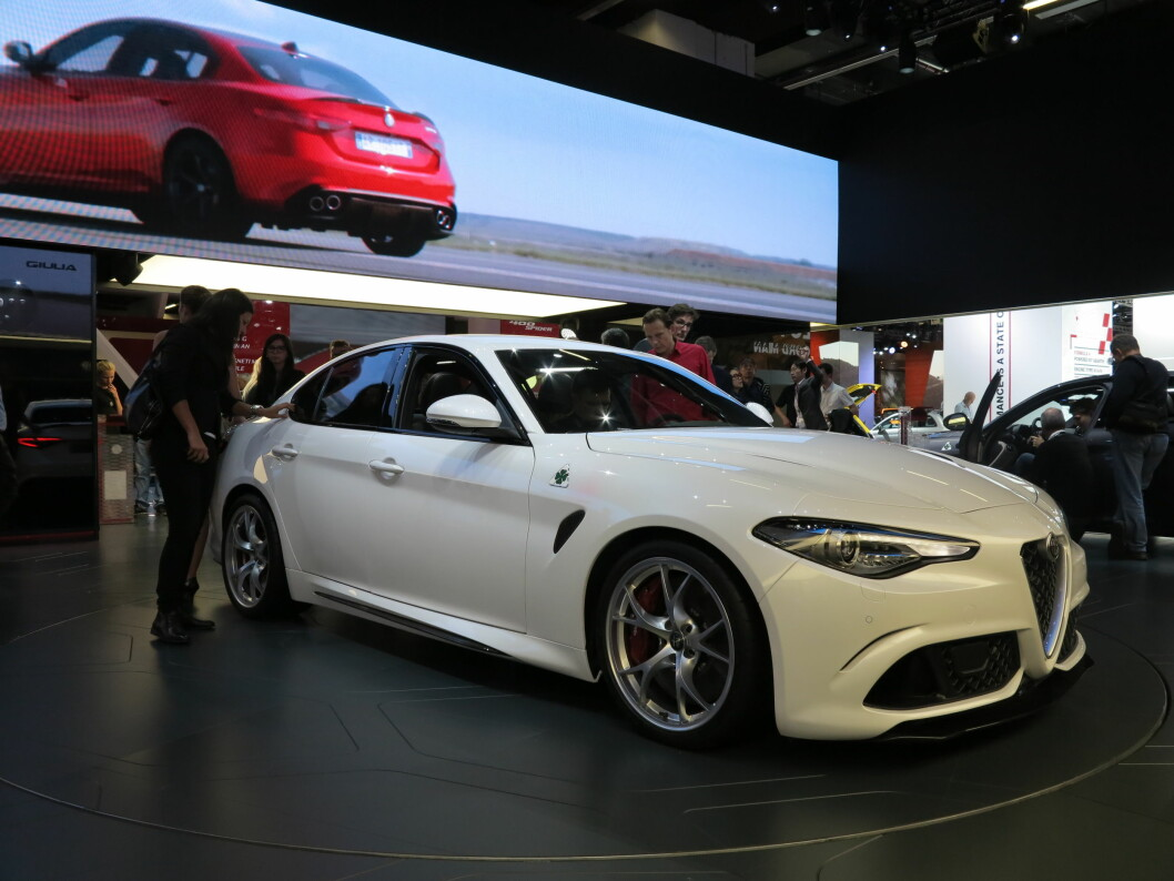 <b>LIKER, LIKER IKKE?</b> Vi har ikke opplevd samme «wow»-følelse når vi har betraktet nye Giulia som vi gjorde den gang forgjengeren, 159, ble lansert. Likefullt er det vanskelig å komme fra at Alfa Romeos nyeste har en original og slående design. Foto: FRED MAGNE SKILLEBÆK