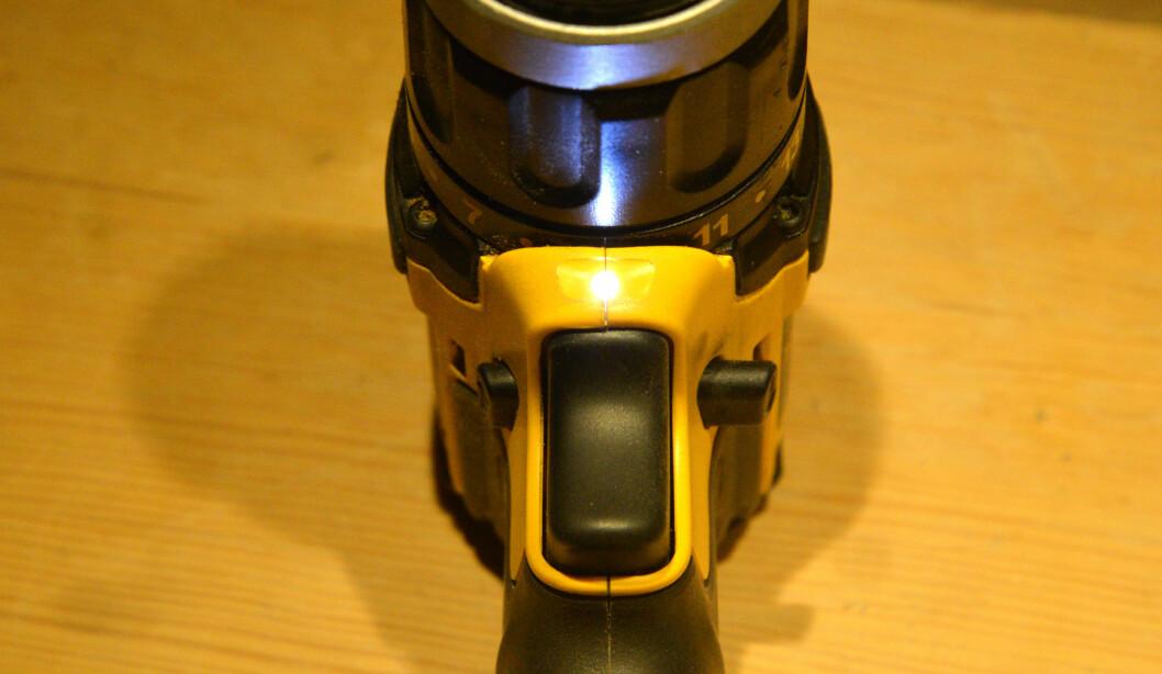 <strong><b>ARBEIDSLYS:</strong> </b> En liten lysdiode gir praktisk arbeidslys. Foto: BRYNJULF BLIX