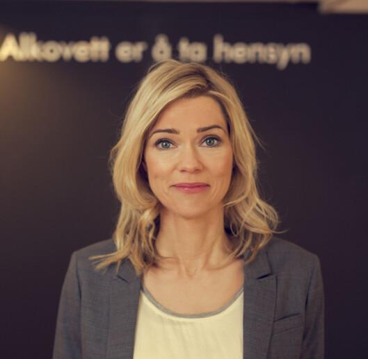 <b>GRUNN TIL Å FØLE SEG LURT!</b> Kari Randen, leder i alkovettorgansiasjonen Av-og-til, sier folk har rett til å vite hva det er de drikker.  Foto: IRENE SANDVED LUNDE/BÅRD GUNDERSEN
