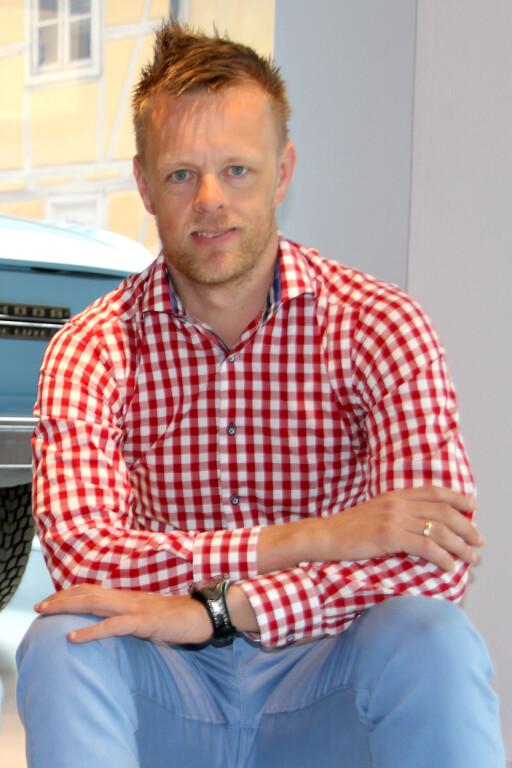 FØLGER MED: Geir Petter Gjefsen i Finn.no prøver å minimere skadene, men kan ikke uten videre stanse svindlerne som nå sender falske tekstmeldinger.  Foto: FRED MAGNE SKILLEBÆK