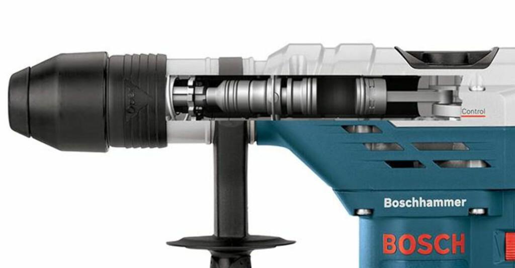 I BORHAMMEREN: Stempelet skaper trykk til slagmekanismen som bare slår selve boret, ikke hele maskinen.  Foto: BOSCH