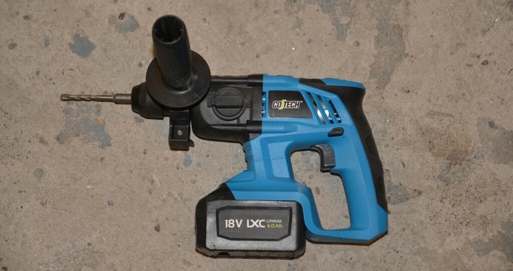 LITEN OG HENDIG: Cotech LCX RHD18 er en praktisk borhammer som er lett å bruke. Foto: BRYNJULF BLIX