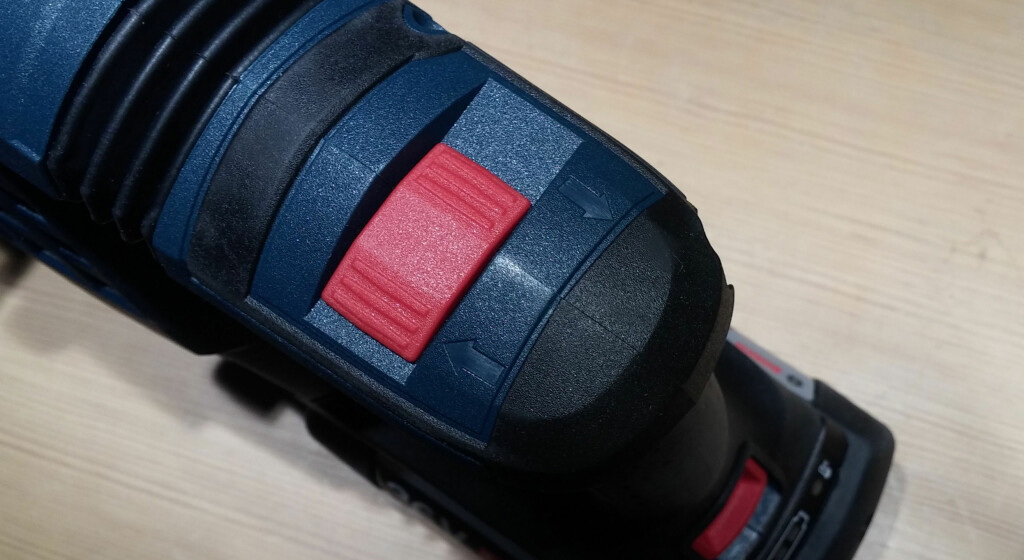 RETNING: Rotasjonsretning velges øverst bak på maskinen. Foto: BRYNJULF BLIX