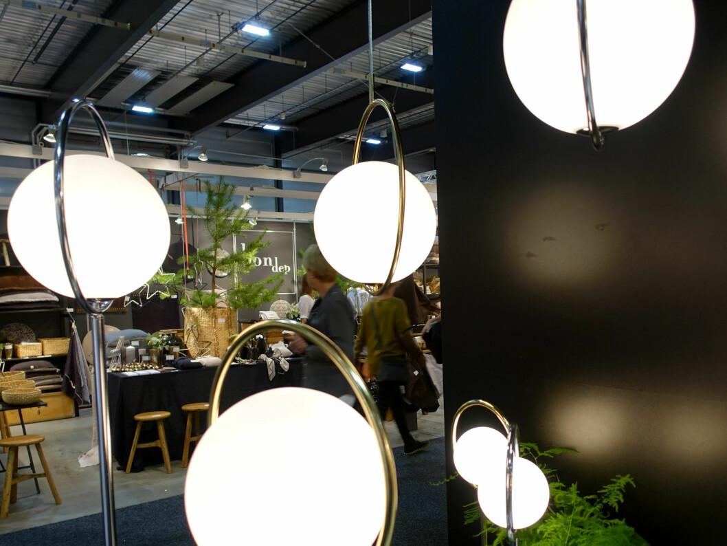 <strong><b>GRACE KELLY-INSPIRERT:</strong></b> Også en trend, ifølge Hall hos Globen Lighting. Foto: KRISTIN SØRDAL