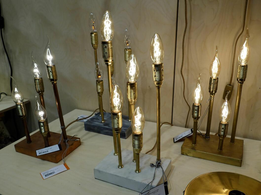 <strong><b>NATURMATERIALER:</strong></b> Marmor kommer, her sett i lampeføtter fra lampeprodusenten Watt & Veke. Marmorens nyanser er aldri eksakt de samme - derfor blir alle unike individer. Foto: KRISTIN SØRDAL