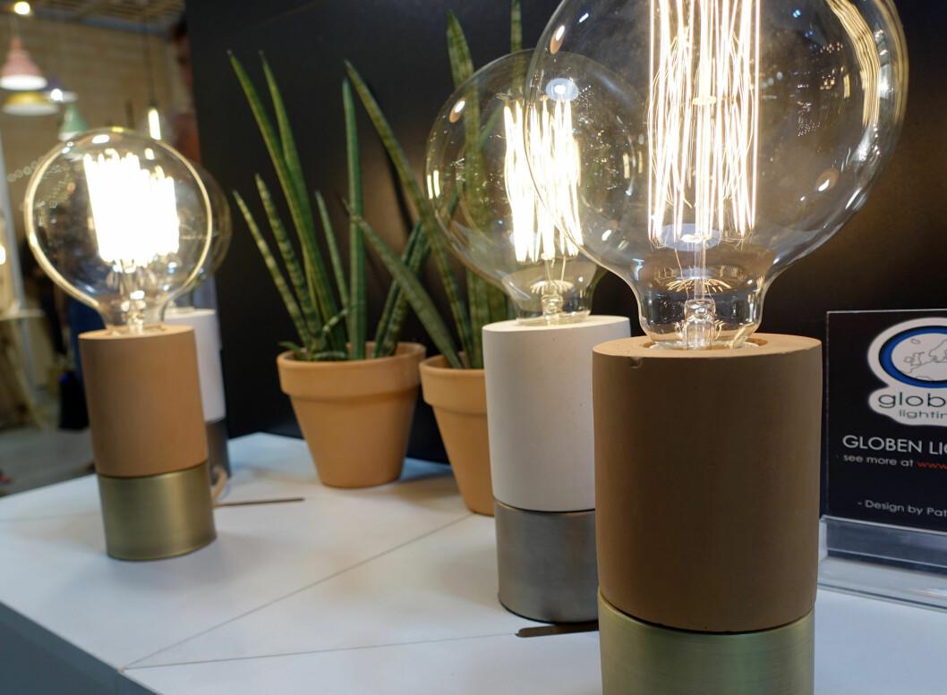 <strong><b>TERRACOTTA:</strong></b> Terracottaen er tilbake, også som lampeføtter. Her lamper fra Globen Lighting. Foto: KRISTIN SØRDAL