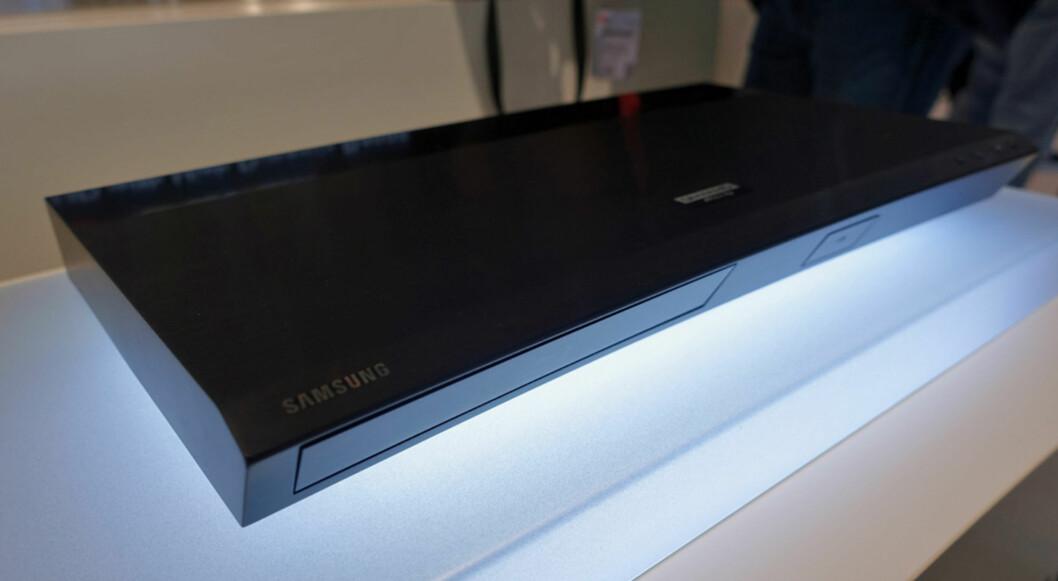 <strong><b>HER ER DEN:</strong></b> Samsungs første 4K Blu-Ray spiller heter UBD-K8500, og kommer i begynnelsen av 2015. Foto: ØYVIND PAULSEN