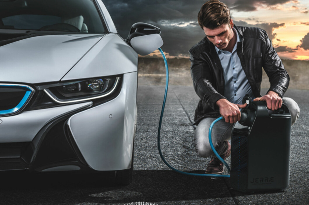 <B>FREMTIDENS LØSNING? </B>Det nederlandske firmaet Star Engines har utviklet en generator som fyller elbilen med strøm.  Foto: Star Engines