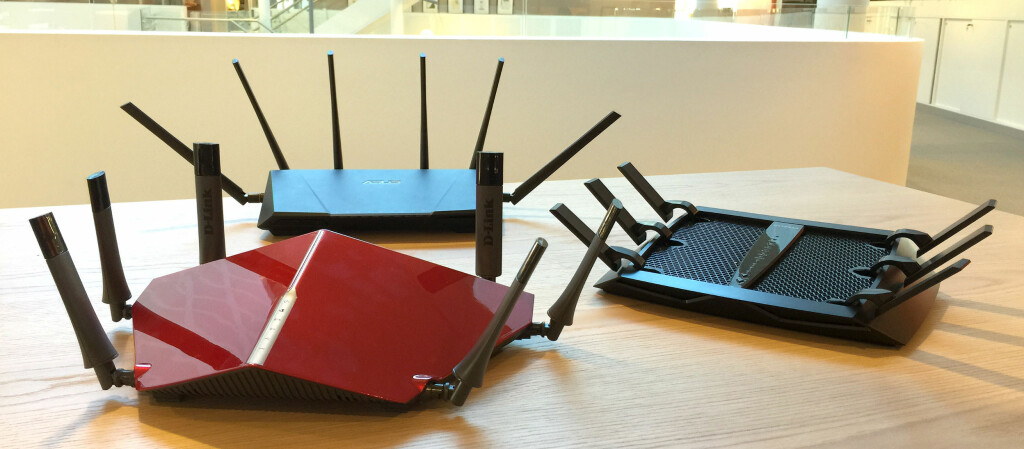 <b>TRE PÅ TOPP</b>: Her er tre av markedets råeste trådløsrutere akkurat nå. Foto: BJØRN EIRIK LOFTÅS