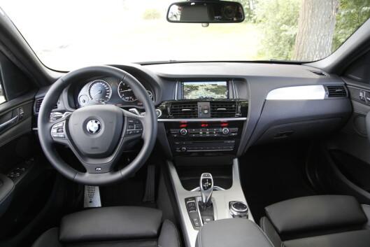 <strong><B>RYDDIG:</strong> </B>Et BMW-interiør er alltid innbydende og førerrettet, og skjermen er kanskje den best på markedet.  Foto: Espen Stensrud / Autofil