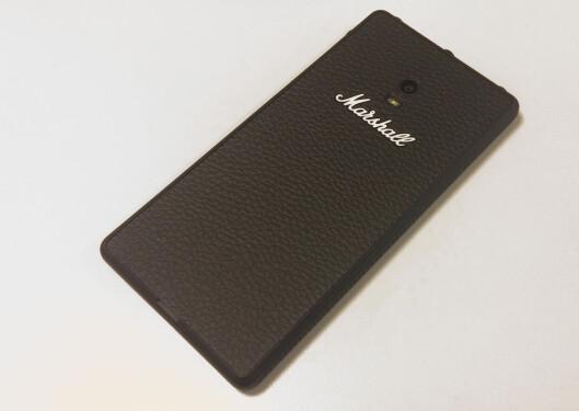 <strong><b>TOLEX:</strong></b> Marshall-telefonen er kledd i samme materiale som forsterkerne. Foto: BRYNJULF BLIX