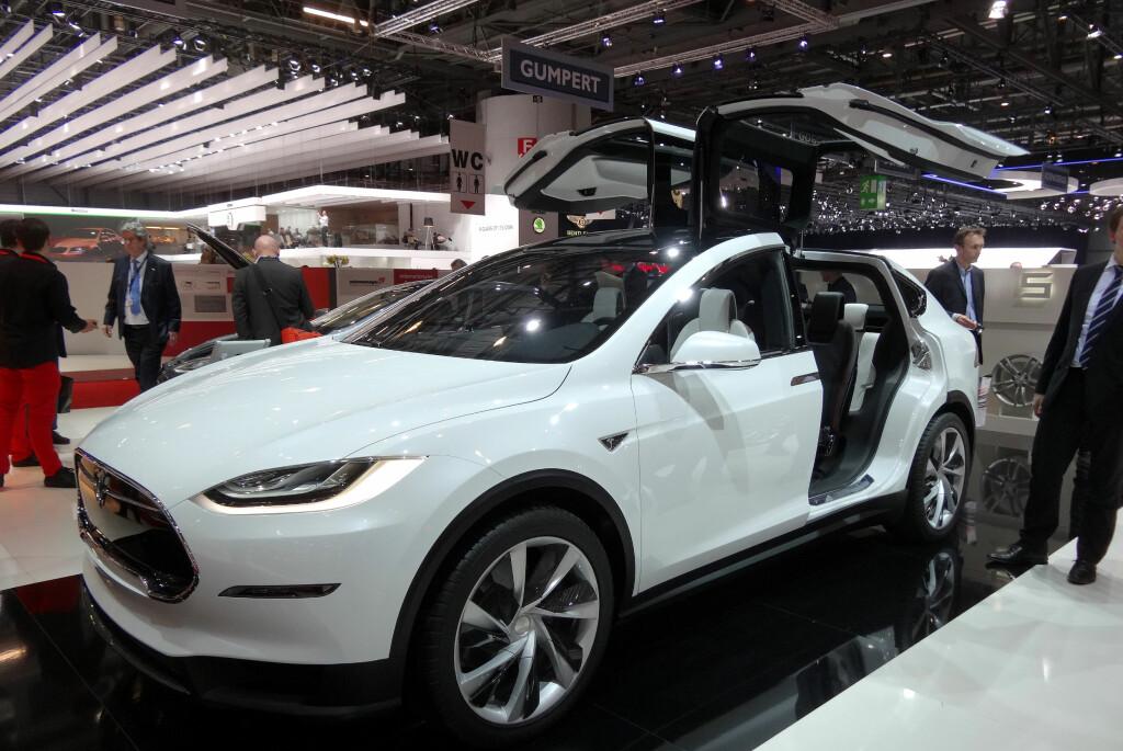 <b>SKAL MODEL X REDDE DAGEN?</b> Tesla regner med at Model X og Model 3 skal være med på å gjøre målene realistiske.  Foto: FRED MANGE SKILLEBÆK