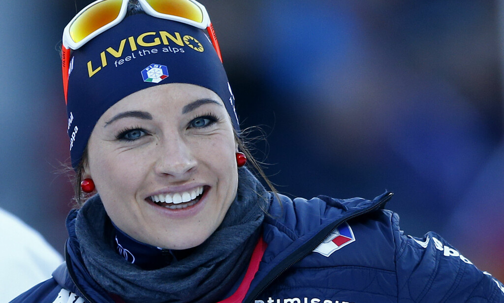 OVERRASKET: Dorothea Wierer lar seg forbause og fascinere over Petter Northug. Foto: AP Photo/Matthias Schrader