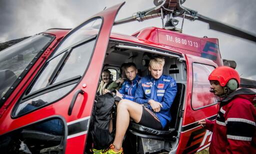 SKILLER SEG UT: Dette helikopterstuntet overrasket den italienske skiskytterprofilen Dorothea Wierer. Foto: Thomas  Rasmus Skaug / Dagbladet
