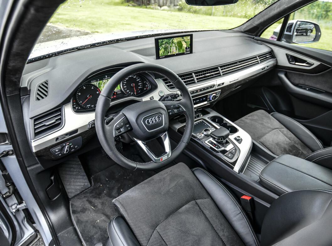 <strong><b>TYPISK AUDI:</strong></b> Familietrekkene fra den ene Audi til den andre er umisskjennelig. Men ergonomien er god, og det er lett å finne godfølelsen.  Foto: Jamieson Pothecary