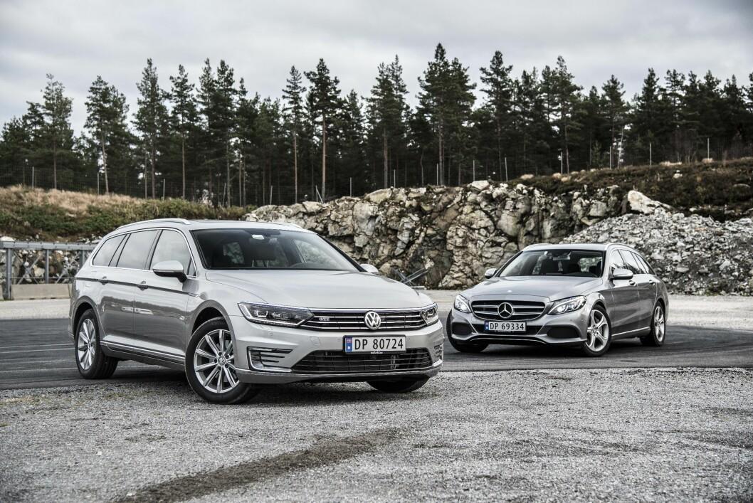 <strong><b>DE NYE FAVORITTENE:</strong></b> Både Volkswagen og Mercedes regner med å selge mye av sine ladbare hybrider. De frister med høy effekt, mye utstyr og lav pris. Foto: JAMIESON POTHECARY