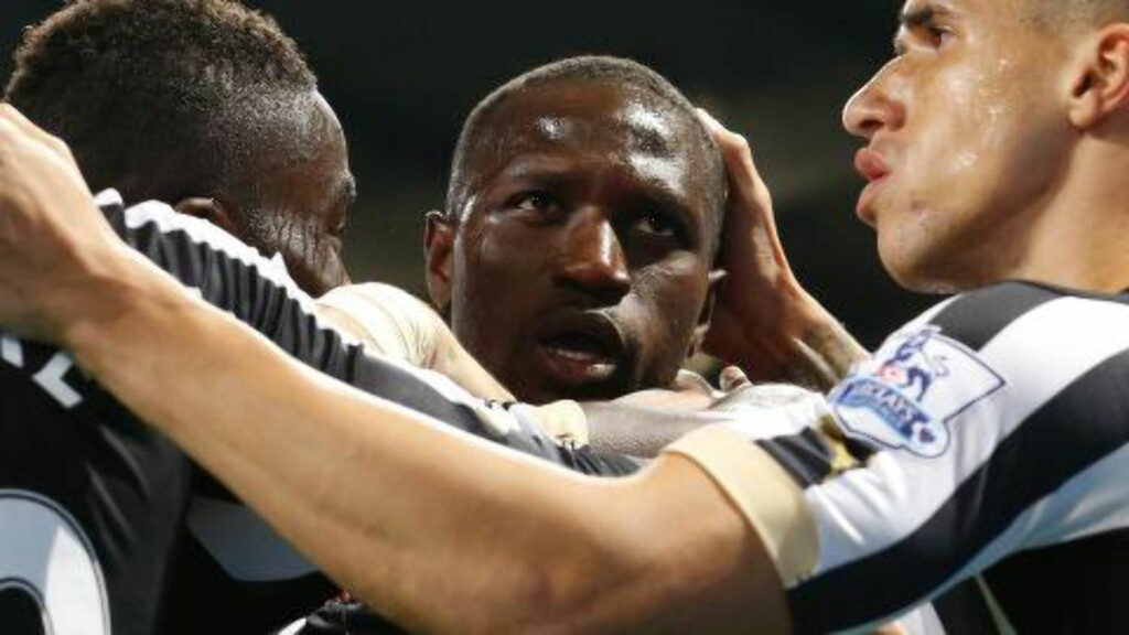 2-0:  Moussa Sissoko scoret Newcastles andre mål. Foto: AFP PHOTO / LINDSEY PARNABY