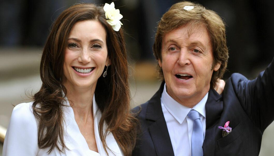LYKKELIG IGJEN: Paul McCartney giftet seg i 2011 for tredje gang med den 18 år yngre Nancy Shevell. Hans biograf slår fast at forholdet er «uproblematisk». Foto: John Stillwell/Scanpix <div><div><br></div></div>