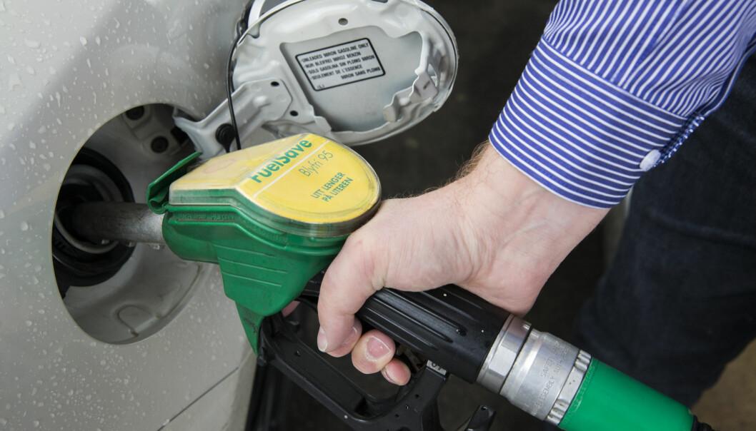 <strong>KLAGER:</strong> Forbrukerne klager på at bilene bruker mer enn oppgitt. Foto: NTB SCANPIX
