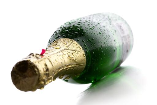 IKKE I SOLLYS: Champagne skal lagres mørkt, og bør holdes unna direkte sollys. Foto: ALL OVER PRESS
